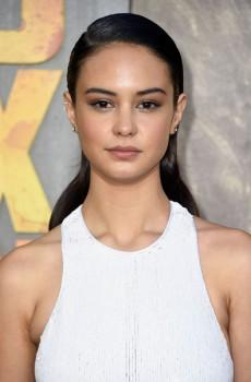 Кортни Итон (Courtney Eaton)