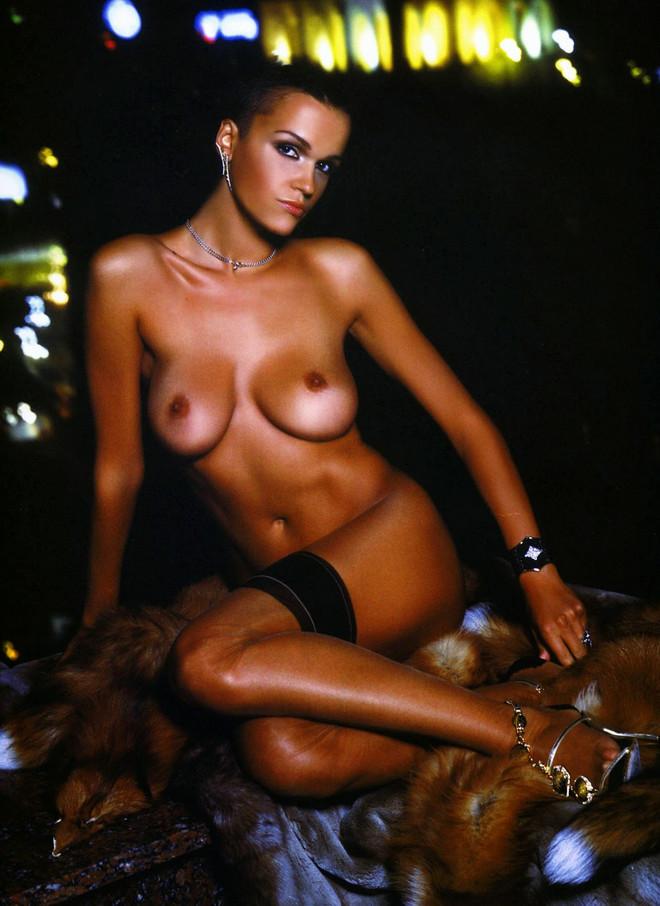 pevitsa-golaya-porno-video
